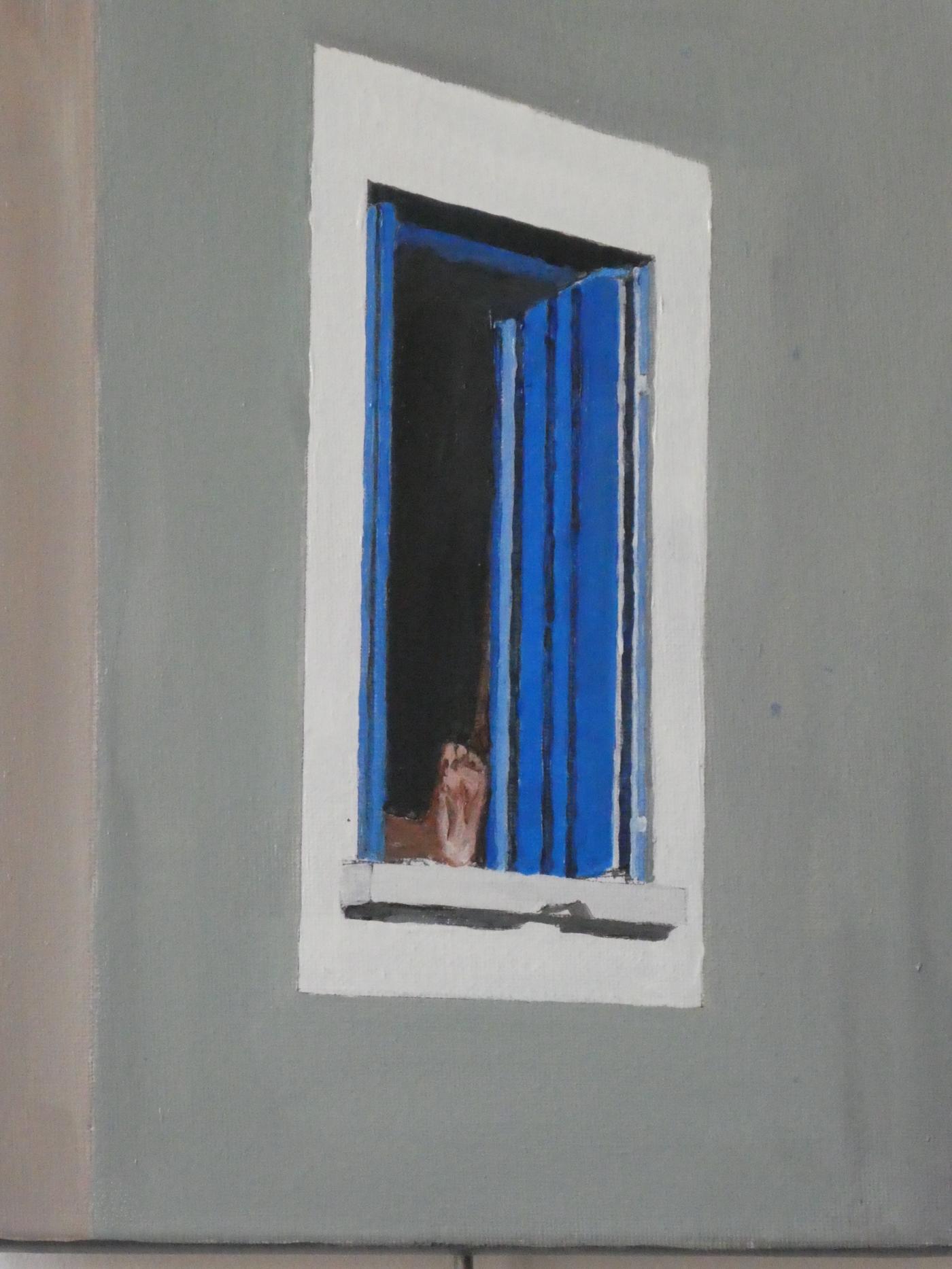 Pied à la fenêtre bleue